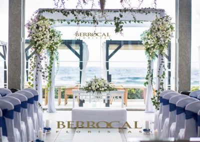 Front imagen. Floral decoration for Juppah / Gazebo , wedding ceremony. Romanticism on the beach