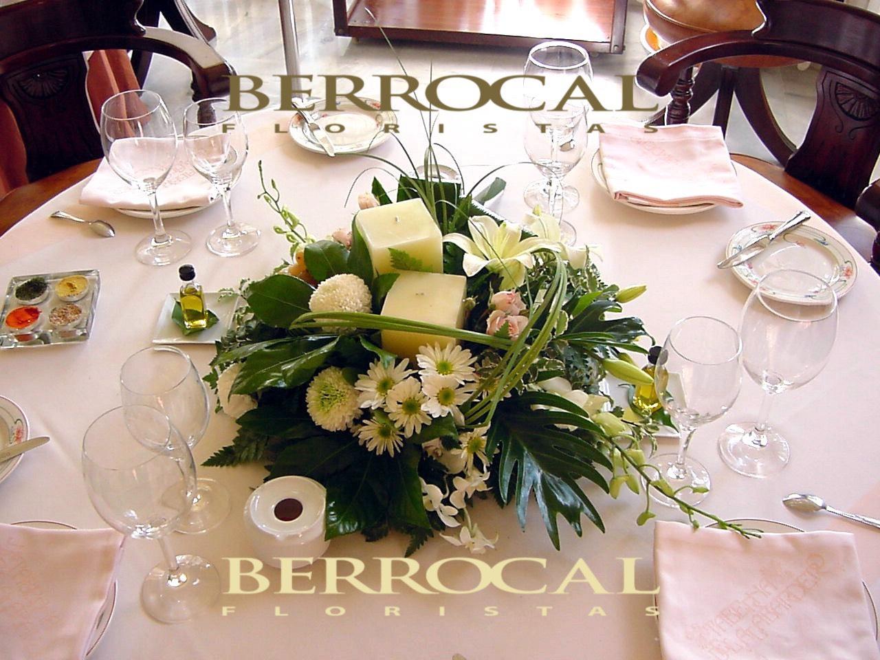 Composición floral romántica, aérea.  Con Gerberas. Longiflorum. Aster blanco. Orquídea Dendrobium. Verdes, hojas de Aralia. Aspidistra.