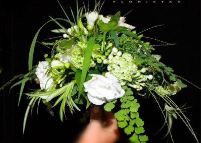 Ramo de novia, estilo silvestre.  Fresias, Bouvardia, lisianthu, Adiantum,  Verdes Dracena, Grass