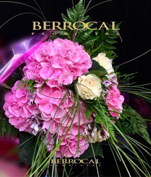 Ramo-Bouquet compacto. Hortensias. Rosas pink mundial. Alstromerias y Steel Grass.