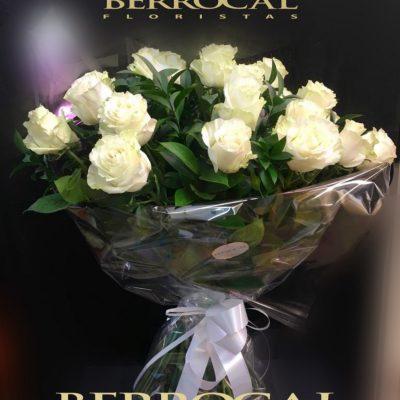 Ramo 15 rosas blancas, tallo largo.