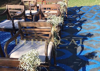 Decoración del pasillo ceremonia boda, ramilletes de paniculata y rafia natural.