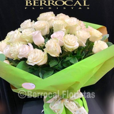 Ramo 24 rosas blancas.